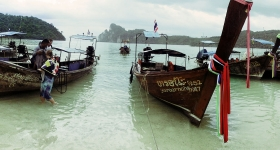 longtail-boats-phi-phi-don-beach
